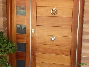 puerta entrada casa de diseño, pomo y llamador